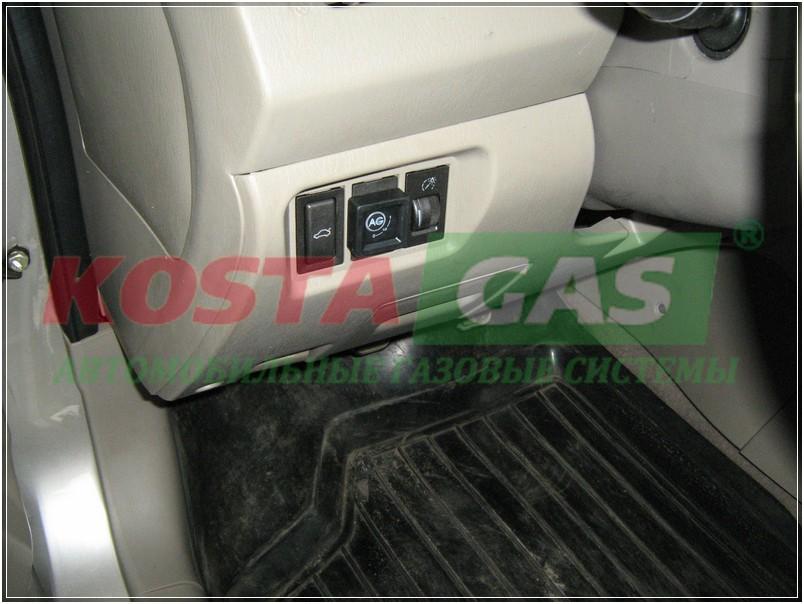 Быстрое переключение газ-бензин возле руля автомобиля с ГБО