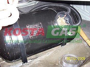Цилиндрический баллон ГБО системы в автомобиле Audi